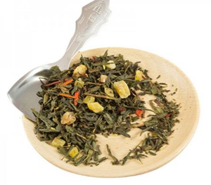 green tea with dry pinneaple
